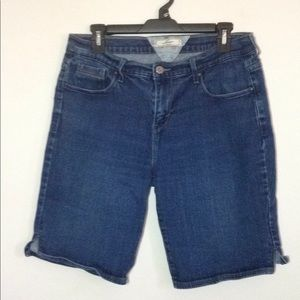 Levi's Bermuda Shorts in Excellent Condition